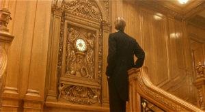 """Scena z filmu """"Titanic"""" J.Camerona - na Wielkich Schodach pierwszej klasy."""