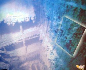 Wnętrze wraku Titanica - miejsce panelu zegarowego