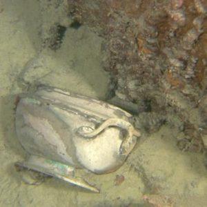 Waza White Star Line w polu szczątków wraku Titanica