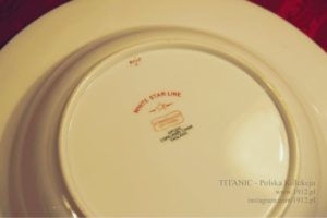 Spód talerza z Olympica z Cafe Parisian