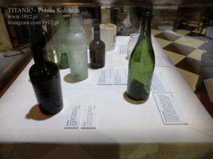 "Butelki z Titanica na wystawie ""Titanic - the Artifact Exhibition"""