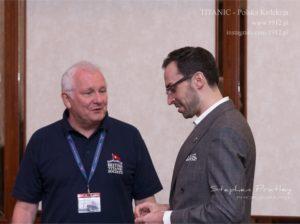 Sekretarz British Titanic Society David Scott Beddard i Krzysztof Mędrala