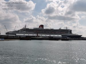 Queen Mary 2 w doku w Southampton