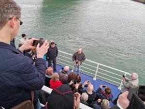 Złozenie wieńców w miejscu dokowania Titanica, kwiecień 2019