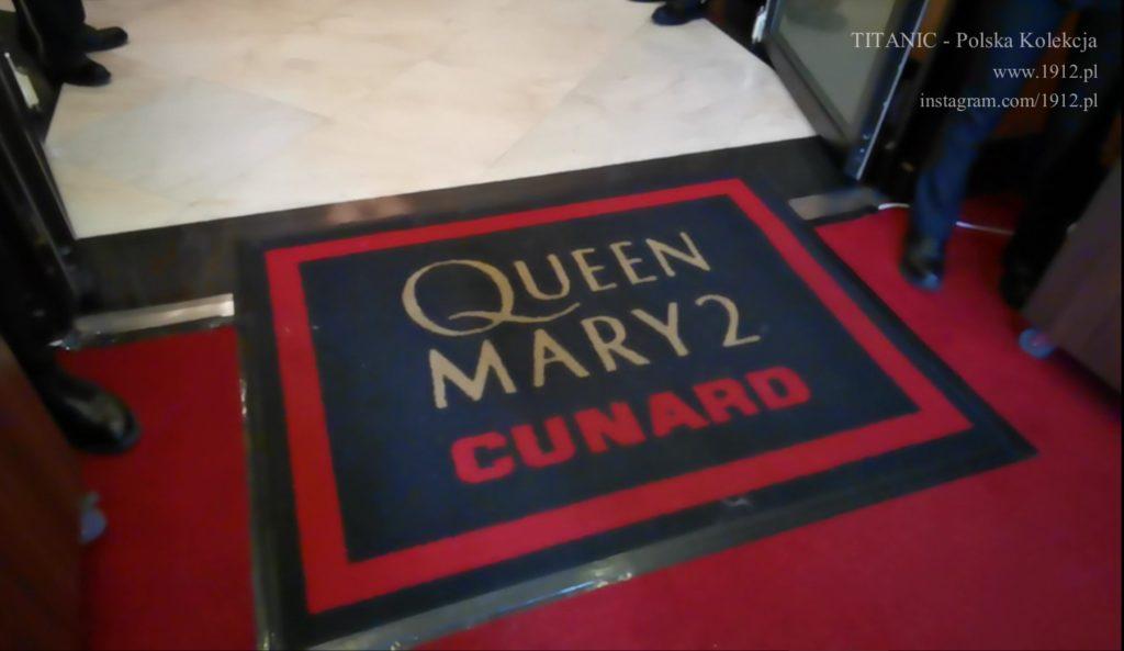 Dywan przy wejściu na Queen Mary 2