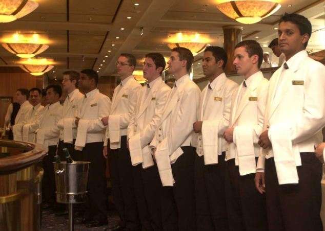 QM2 waiters - © Daily Mail