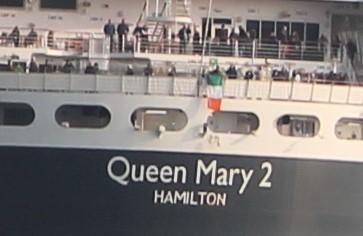 Senan trzyma irlandzką flagę :)
