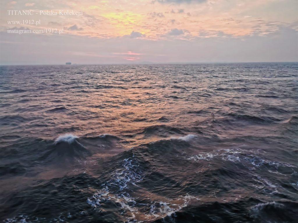 Zachód słońca na Queen Mary 2