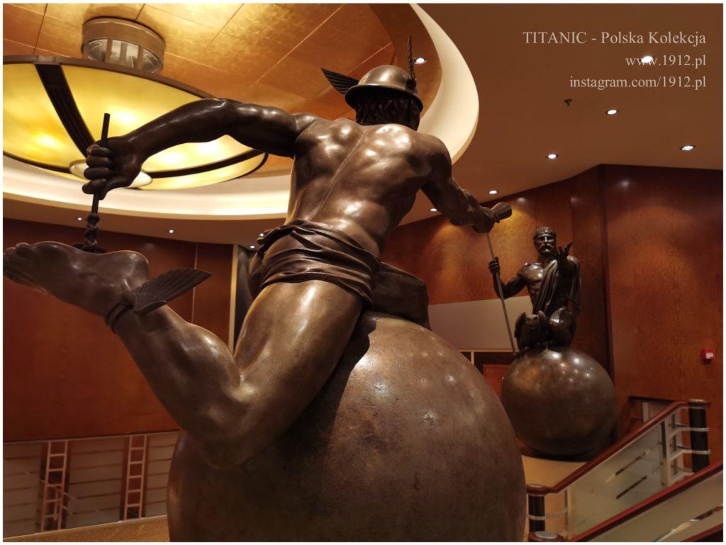Hermes i Zeus - przy wejściu do teatru