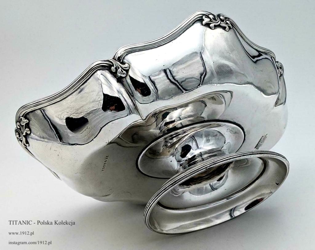 Patera posiada oryginalną srebrną powłokę, nie odnawianą od 1911 roku