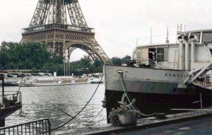 Nomadic na Sekwanie w Paryżu