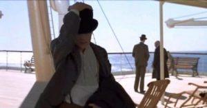 Jack Dawson kradnie płaszcz Ryersona