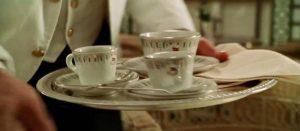 """Filiżanki do kawy i herbaty - w usuniętej scenie filmu """"Titanic"""" Jamesa Camerona z 1997 roku"""
