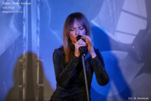 Kasia Stankiewicz na otwarciu wystawy 1w