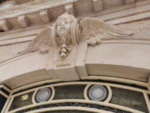 Detal architektoniczny na  dworcu Waterloo w Londynie