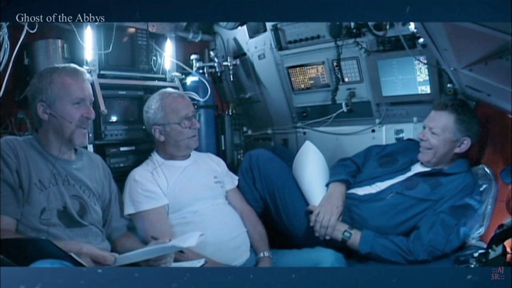 James Cameron (po lewej) i Don Lynch (po prawej) schodzą do wraku Titanica