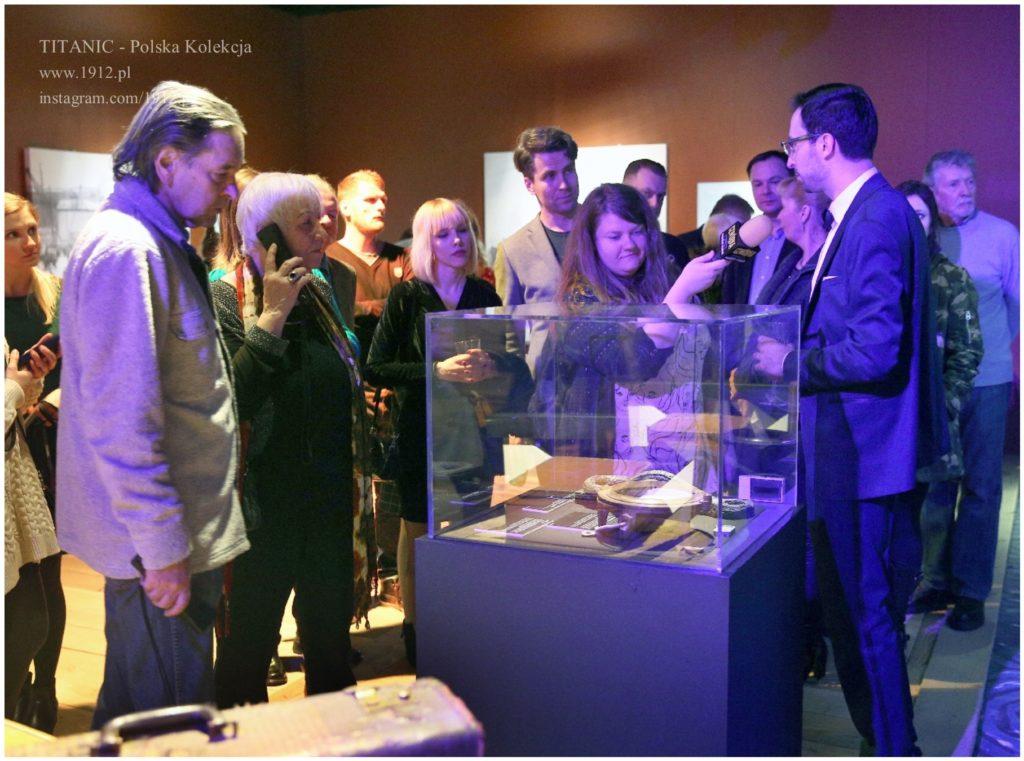Oprowadzanie po wystawie artefaktów z Titanica