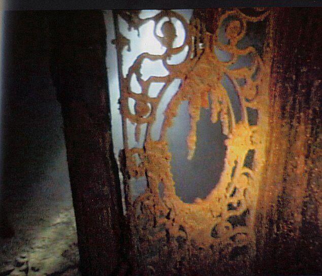 Drzwi recepcyjne pokładu D we wraku Titanica